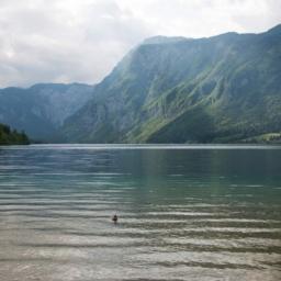pogled na Bohinjsko jezero v smeri Ukanca